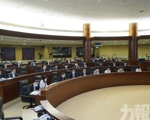 區錦新:公開辯論讓公眾更清楚爭拗點