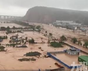 河南鞏義一鎮區被淹沒 通信中斷