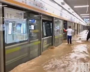 官方:積水沖垮「擋水牆」
