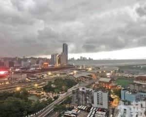 氣象局發出紅雨警告信號