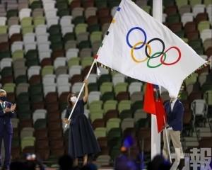 巴黎市長接過奧運會旗