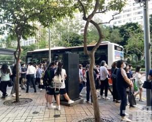 警方呼籲外出須配戴口罩避免聚集
