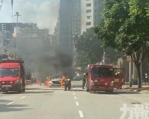 有片!皇朝私家車突然著火 無人受傷