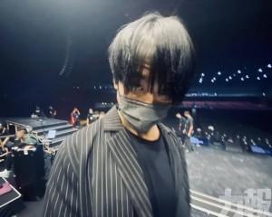 姜濤演出前公開「瘋」相