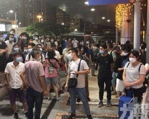 警指昨晚關閘聚集人士大致和平理性