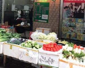 貨源充裕  蔬菜活豬明顯增加