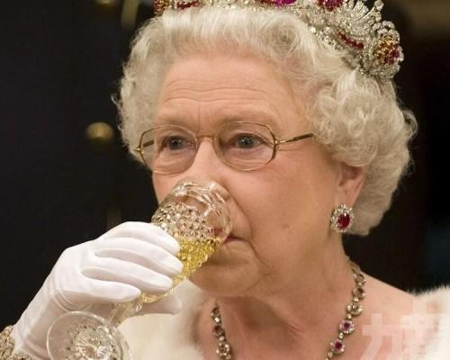 95歲英女王在醫生建議下戒酒