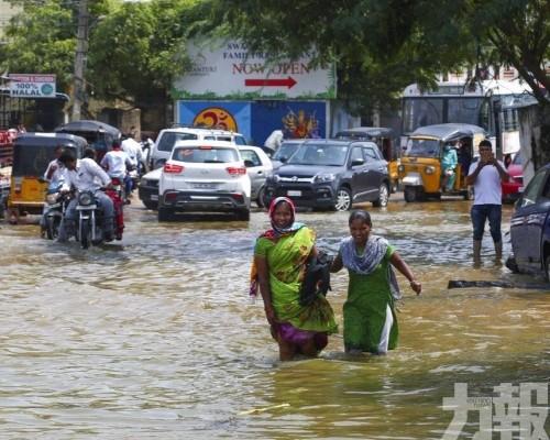 印度南部遭暴雨襲擊至少10人死亡