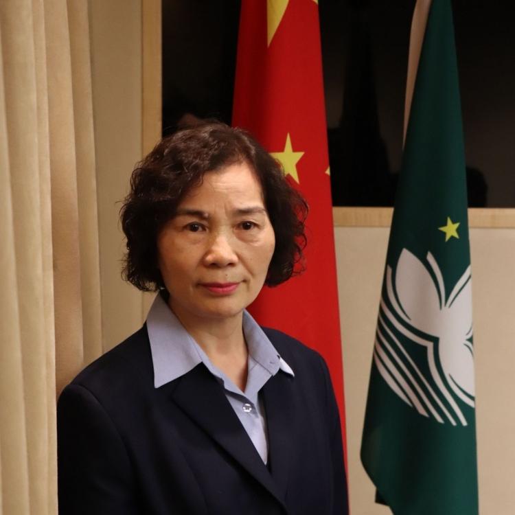 公務員劉惠嫻獲授勞績獎章