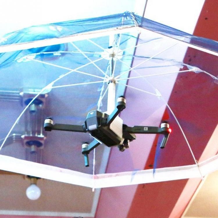 日本研發飛行雨傘 明年開售